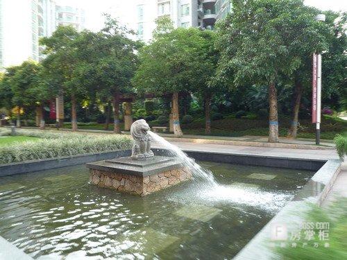 中轴线上的石雕喷泉